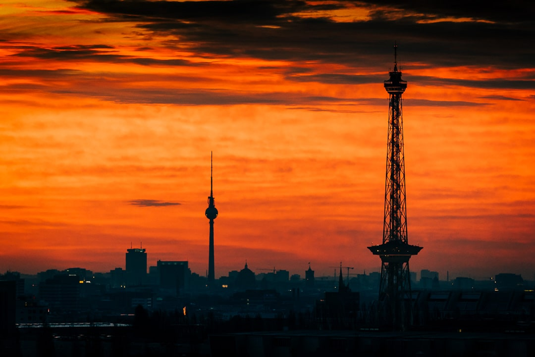 Sonnenaufgang über Berlin – Die zwei Türme, (Foto copyright - Frank Weber - Berlin - fotologbuch.de)